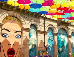 Rua dos Guarda-Chuvas coloridos em Águeda